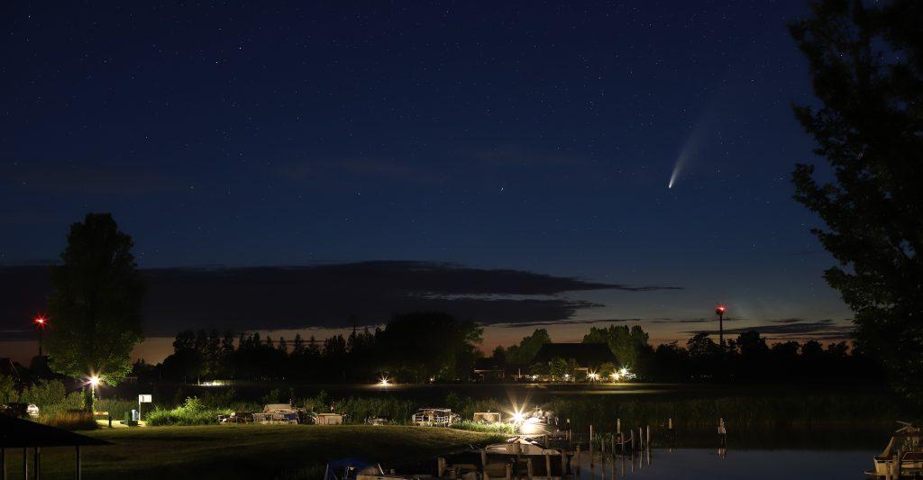 Komeet Neowise boven Alde Leie